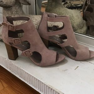 Madden Girl Sz 8.5 Suade Booties Hardly Worn